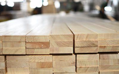 Drewno klejone – dlaczego warto je stosować?